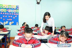 Cô giáo bị yêu cầu ngừng dạy vì thành tích học tập cả lớp... đi lên!
