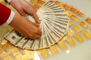 Giá vàng SJC bị 'thổi bay' tới 220 ngàn đồng/lượng