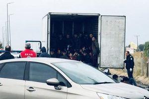 Lại phát hiện 41 người trong xe tải đông lạnh