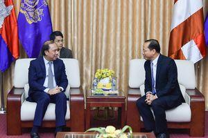 Đoàn đại biểu Bộ Ngoại giao chúc mừng Quốc khánh Campuchia