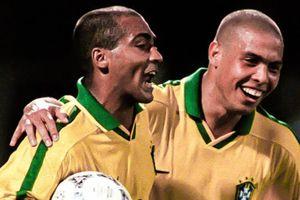Ronaldo từng bị bắt đánh giày cho Romario ở tuyển Brazil