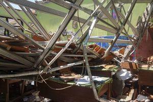 4 phòng học sập mái, giáo viên và học sinh tử vong