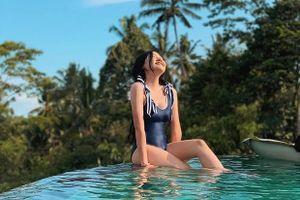 Em gái 20 tuổi của Trấn Thành diện bikini khoe dáng nuột nà bên hồ bơi
