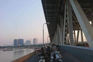 Hà Nội: Người đàn ông dừng xe giữa cầu Thăng Long, nhảy xuống sông tự tử
