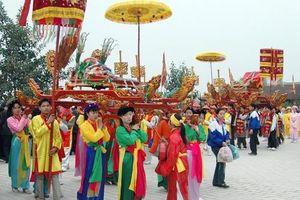 Tôn vinh tín ngưỡng thờ Mẫu và Hội làng Việt cổ.