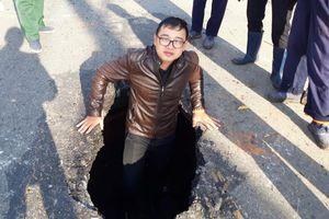 'Hố tử thần' bẫy người trên đường phố Kon Tum