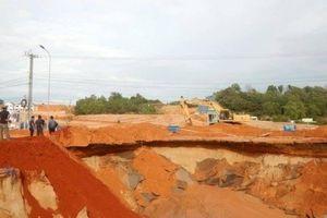 Tạm khắc phục sạt lở, thông tuyến đường ven biển Bình Thuận