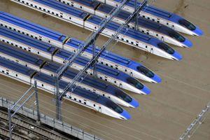 Nhật bỏ 10 tàu shinkansen ngập nước trong bão Hagibis