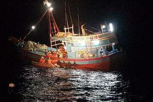 Cứu ngư dân bị tai nạn lao động, đứt lìa bàn chân khi đang hành nghề trên biển