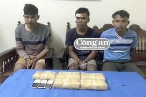Bắt đối tượng vận chuyển 30.000 viên ma túy qua biên giới