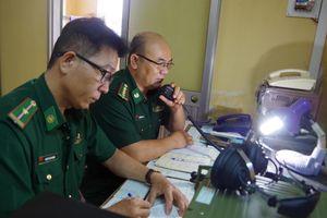 BĐBP Quảng Ngãi liên lạc kêu gọi ngư dân khẩn trương tránh trú bão số 6