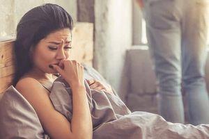 Vợ trẻ tủi nhục dọn đồ ra khỏi nhà sau quyết định lạnh lùng này của chồng