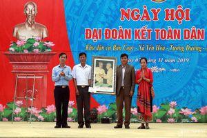 Chủ tịch Mặt trận Tổ quốc tỉnh dự Ngày hội Đại đoàn kết với bà con bản Thái ở Tương Dương