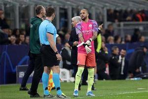 Pep Guardiola tiết lộ lí do dùng Walker bắt gôn