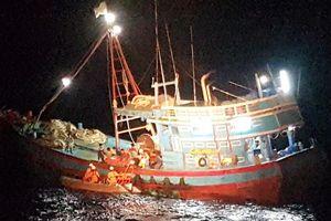 Cứu nạn thành công ngư dân bị đứt lìa chân phải trên biển