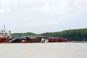 Đang xem xét phương án trục vớt tàu container chìm trên sông Lòng Tàu