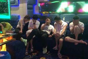 Đà Nẵng: Đột nhập quán hát, bắt giữ 37 đối tượng dương tính với ma túy