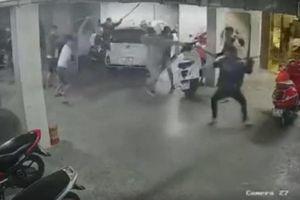 TP.Hồ Chí Minh: Hàng chục thanh niên rượt đuổi, chém một người tử vong