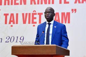 Phó Chủ tịch Thường trực Quốc hội Tòng Thị phóng dự Hội nghị báo cáo nghiên cứu Các yếu tố ảnh hưởng đến sự phát triển kinh tế - xã hội của đồng bào Dân tộc thiểu số tại Việt Nam