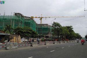 Các cần cẩu xây dựng tại Khánh Hòa phải dừng hoạt động khi có mưa bão