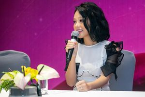 2 năm sau album 'Sóng hấp dẫn', Hoàng Quyên mới 'chịu' làm liveshow