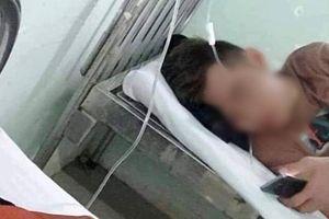 Nam thanh niên đột tử khi truyền nước, người thân mang đồ tang đến trung tâm y tế