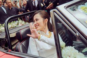 Đông Nhi nhận kiềng vàng, bộ trang sức kim cương từ mẹ Ông Cao Thắng