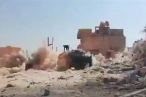 Video Nga dùng bom siêu chính xác tấn công phiến quân