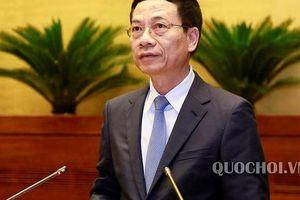 Bộ trưởng Nguyễn Mạnh Hùng trả lời về tình trạng báo chí 'sáng đăng, trưa gặp, chiều gỡ'