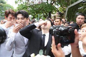 Soi màn thách thức cực 'troll' trong đám cưới Đông Nhi và Ông Cao Thắng