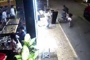 Cô gái bị giật túi xách, ngã văng ra đường ở TP.HCM