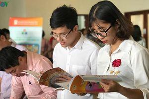 Ra mắt bản mẫu 4 bộ SGK mới của hơn 700 tác giả