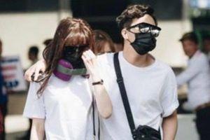 Trấn Thành - Hari Won ra sân bay dự cưới Đông Nhi vào phút chót
