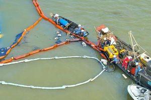 Tối thiểu gần 1 tháng nữa mới đưa được tàu chìm tại Cần Giờ vào bờ