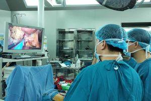 Bệnh viện Ung bướu Đà Nẵng triển khai thành công phẫu thuật nội soi cắt gan