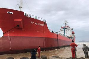 Lên phương án trước sự cố tràn dầu cho tàu 5.000 tấn bị mắc cạn