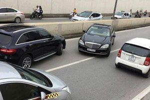 Tài xế lái ô tô và những hành động vô ý thức khó chấp nhận