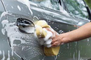 Tự rửa ô tô tại nhà có thể khiến xe dễ hỏng hơn?