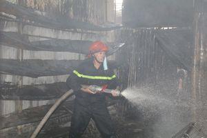 Ninh Bình: Hỏa hoạn thiêu rụi hàng chục ki ốt chợ Gián Khẩu