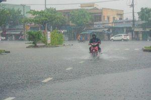 Bão số 6 giật cấp 15 tiến gần đất liền, đêm nay Trung Bộ mưa lớn