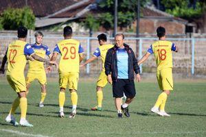 Đội tuyển Việt Nam lên danh sách 25 cầu thủ đá với UAE và Thái Lan