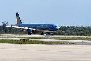Hàng không tiếp tục hủy thêm nhiều chuyến bay do bão