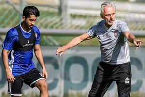 Hành động khó hiểu của HLV trưởng đội tuyển UAE trước trận 'đại chiến' với tuyển Việt Nam