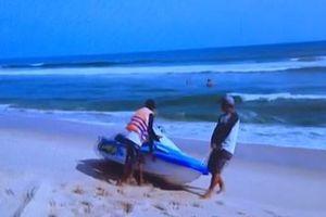 Tắm biển khi sóng lớn, 1 du khách nước ngoài đuối nước tử vong