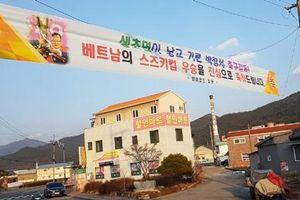 HLV Park Hang Seo nhận giải xuất sắc, Hàn Quốc treo băng rôn chúc mừng