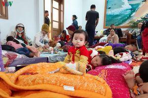 Hình ảnh người dân Phú Yên gấp rút đến nơi an toàn tránh bão số 6