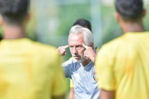 HLV ĐT UAE bắt học trò tập nặng trước trận gặp tuyển Việt Nam