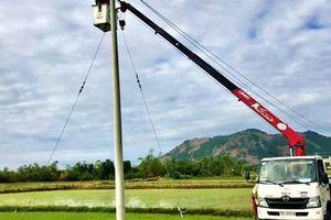 EVNCPC khẩn trương xử lý sự cố lưới điện sau bão số 6, quyết tâm khôi phục cấp điện toàn bộ khách hàng trong hôm nay