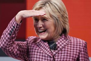 Tranh cử tổng thống 2020: Bà Clinton còn 2 ngày để quyết định