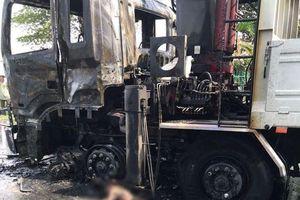 Ôtô tải bốc cháy sau khi tông chết người đi xe máy